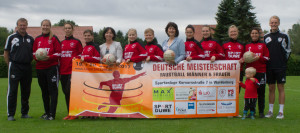 Schirherrin der Frauen DM Atrid Grotelüschen CDU MDL mit Anne-Marie Glowienka und der 1. Frauenmannschaft des SVM